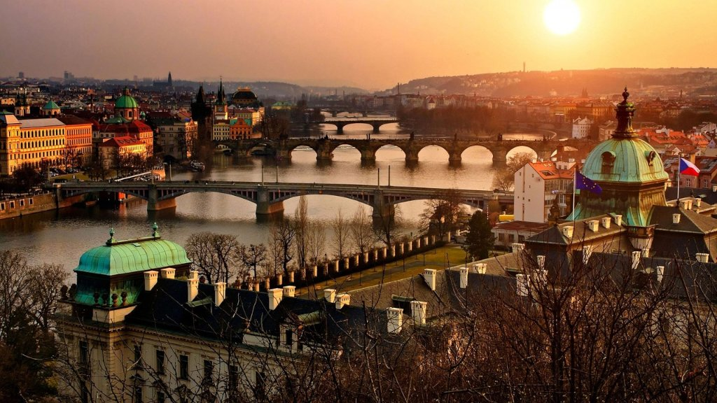 https://www.touripp.it/wp-content/uploads/2020/03/10-cose-da-vedere-praga.jpg