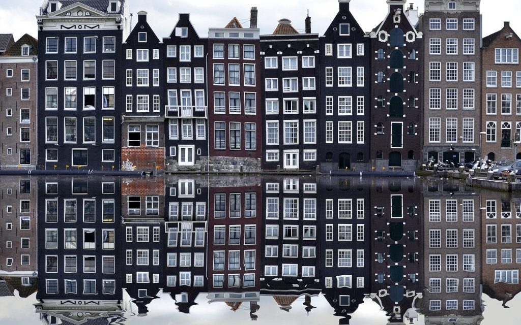 https://www.touripp.it/wp-content/uploads/2020/03/cosa-vedere-assolutamente-ad-amsterdam-1024x640.jpg