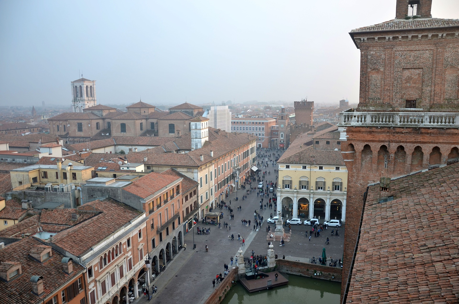 https://www.touripp.it/wp-content/uploads/2020/09/ferrara-2789948_1920.jpg